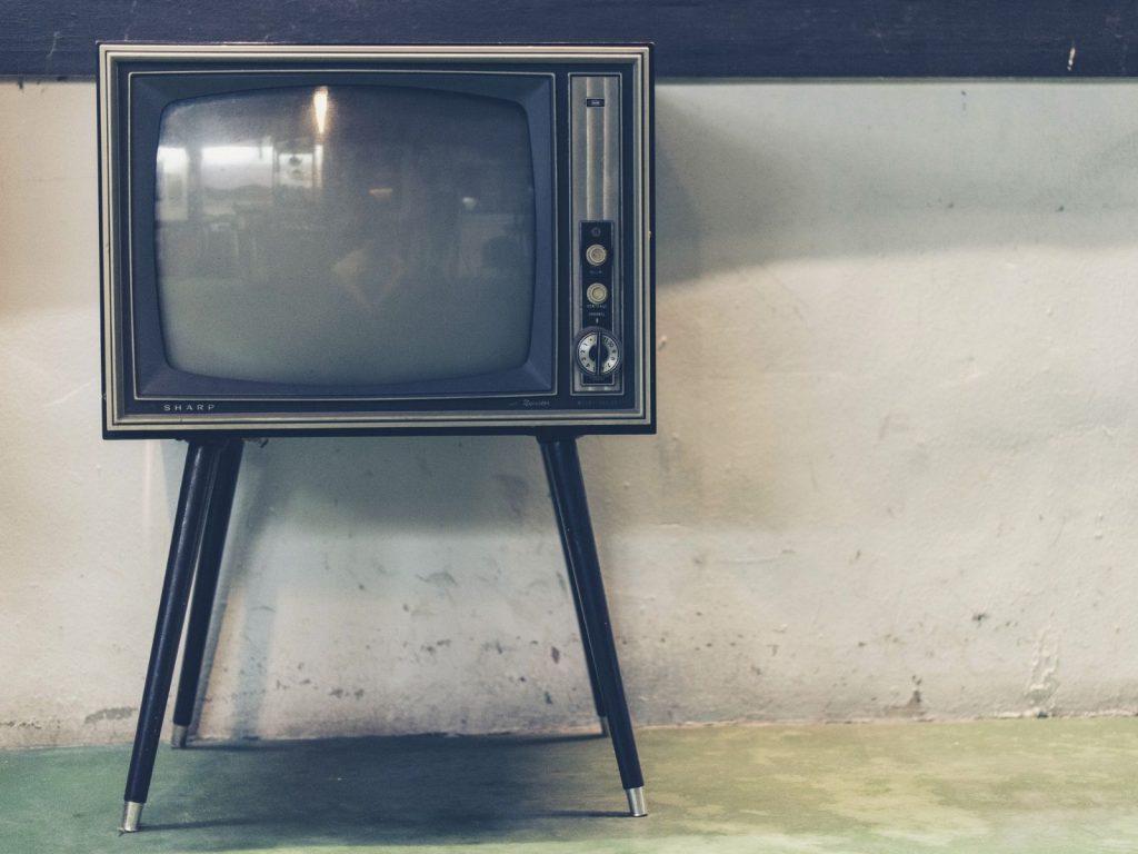 OLED QLED LED TV - Alter Röhren-TV